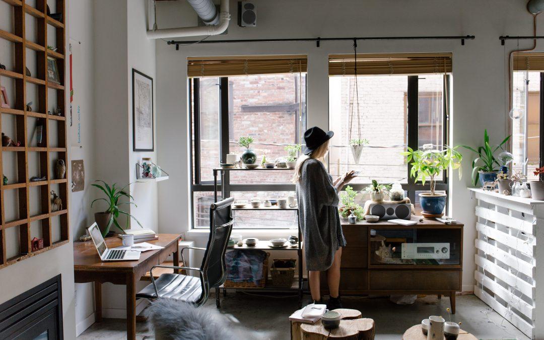 9 Marie Kondo patarimai, kaip efektyviai susitvarkyti namus